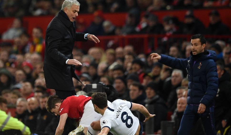 """Film do artykułu: Premier League. Piłkarz Manchesteru United zaatakował """"z bańki"""" Jose Mourinho. To się mogło skończyć poważną kontuzją [WIDEO]"""