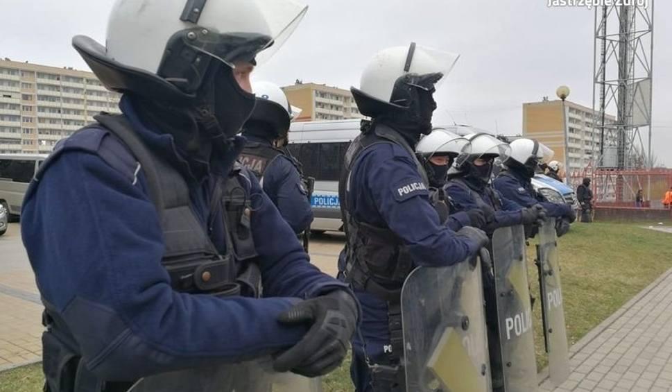 Film do artykułu: Mecz GKS Jastrzębie z GKS Katowice: Kibice nie rozrabiali. Policja zadbała o bezpieczeństwo ZOBACZCIE ZDJĘCIA