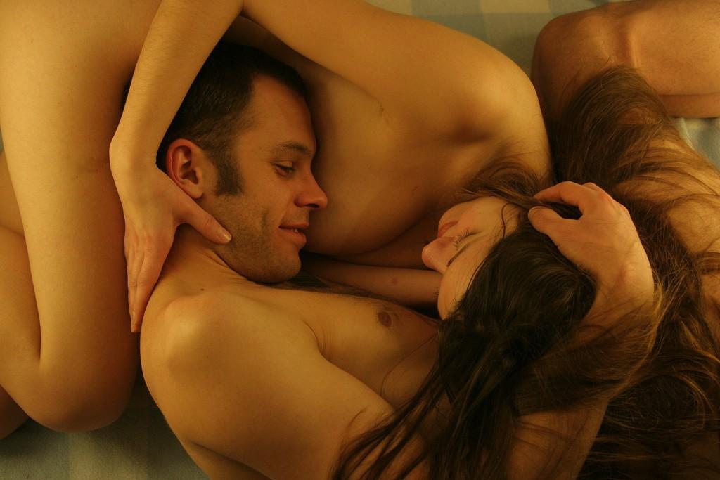 ничего понимаю картинка эротическая парня и девушки совместно пару барышни легкостью