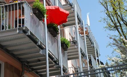 Czego nie wolno robić na balkonie? Za te rzeczy dostaniecie grzywnę