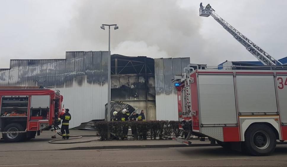 Film do artykułu: Pożar hali firmy Iglotex w Skórczu 27.05.2019. Gigantyczny ogień strawił niemal cały zakład pracy. Czy produkcja zostanie wznowiona?