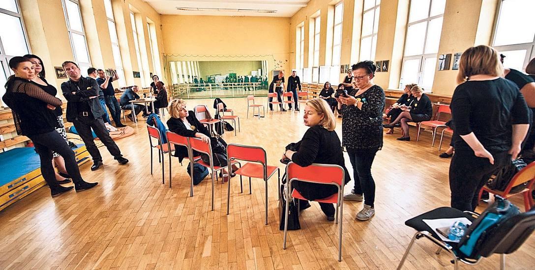 W SP nr 9 w Koszalinie, nauczyciele razem spędzają czas. Strajkują, bo chcą zmian w oświacie
