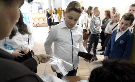 Podczas sprawdzianu towarzyszyliśmy uczniom  Szkoły Podstawowej nr 5 w Koszalinie. Mówili, że nie był trudny