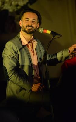 Ares Chadzinikolau to ceniony muzyk i poeta