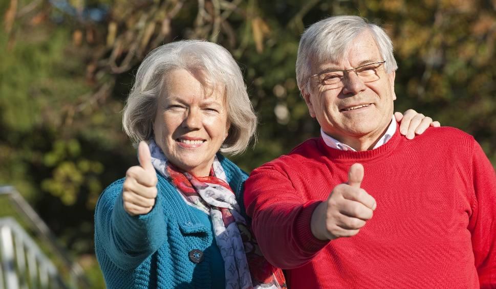 Film do artykułu: Nowy wiek emerytalny - 60 lat dla kobiet i 65 lat dla mężczyzn [ZASADY OD 1.10.2017]