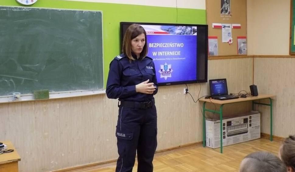 """Film do artykułu: Starachowicka policja rozpoczęła projekt """"Szybuj bezpiecznie w internetowej chmurze""""."""