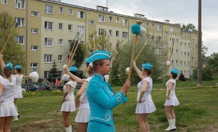 Z okien albo sprzed bloków mieszkańcy słuchali i oglądali grupę z Wolsztyna