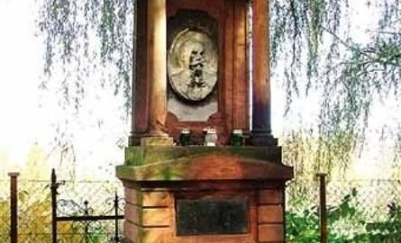 Nagrobek Sylwestra Jacewicza, burmistrza miasta Krosna i notariusza - najcenniejszy zabytek cmentarza.