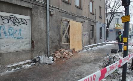 Wypadek na Rzgowskiej. Pijany kierowca ciężarówki wjechał w budynek [ZDJĘCIA]