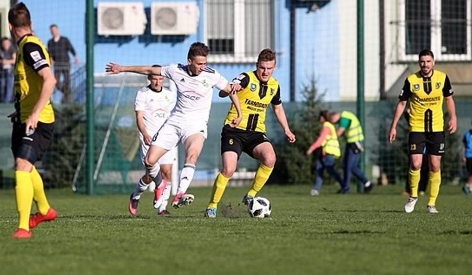Film do artykułu: Piłkarze Siarki Tarnobrzeg przegrali ostatni w tym sezonie mecz na własnym boisku
