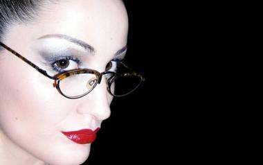 Jak dobrać okulary do kształtu twarzy? Wybór oprawek - na co zwrócić uwagę?