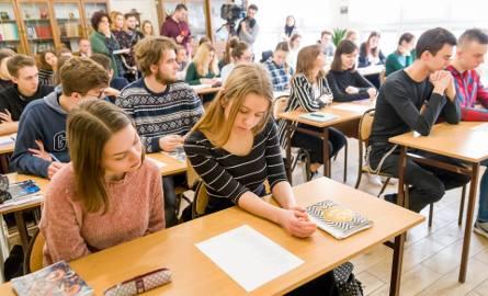 Lekcja o mowie nienawiści w I LO w Białymstoku. Przeciw złu ukrytemu w słowie (zdjęcia)