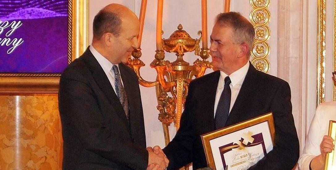 Dariusz Oleński (z prawej) otrzymał nagrodę Menedżera Roku 2015 w Ochronie Zdrowia - placówki publiczne. Uroczysta gala odbyła się na Zamku Królewskim