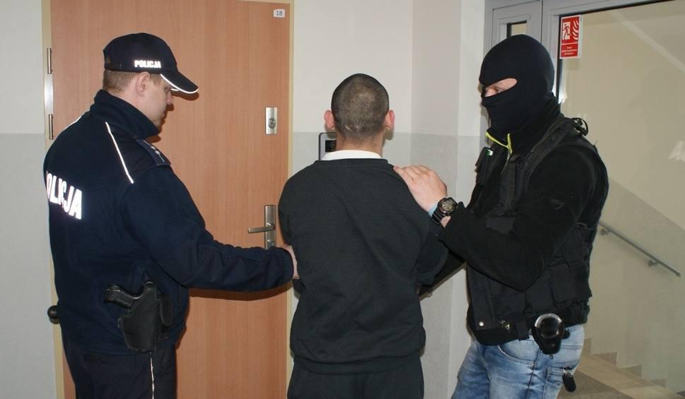 Film do artykułu: Tragedia w Lipnie. Zaatakował nożem śpiącego ojca! Już usłyszał zarzuty