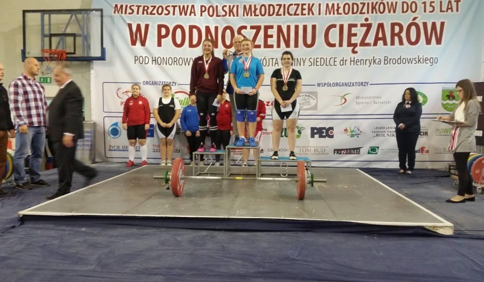 Film do artykułu: Ciężarowcy z Łap na podium mistrzostw Polski
