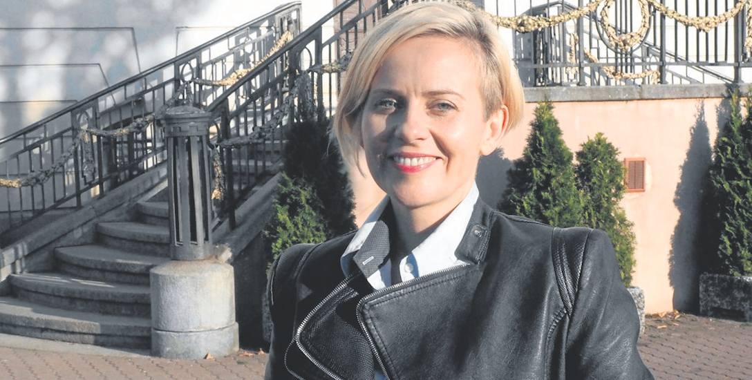 Emilia Bury ma 38 lat, od dwóch kadencji była radną miejską. Była też strażnikiem miejskim, ale zapewnia, że ta formacja nie zostanie przywrócona
