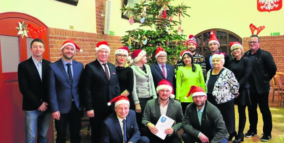 Po ostatniej w tym roku sesji rady miasta przewodniczący Jacek Maniszewski w imieniu całej rady przekazał życzenia świąteczne dla mieszkańców i turystów