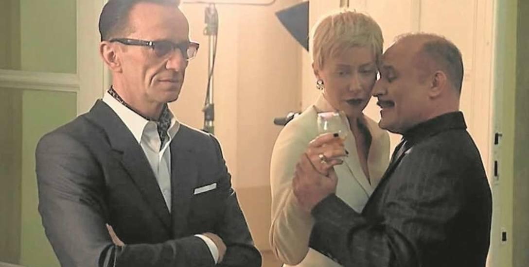 Pawłowi Wilczakowi towarzyszą na ekranie głównie młodzi aktorzy, m.in. Maria Sobocińska i Sebastian Stankiewicz