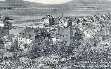 Dzierżoniów, lata 1930-1940, widok z wieży kościoła ewangelickiego w kierunku Ślęży. Na pierwszym planie Daszyńskiego. W głębi ul. Rzeźnicza