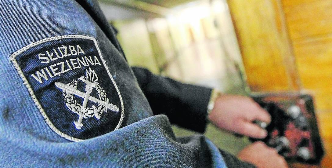 Bez żadnego nadzoru aresztowani wychodzili z zakładu karnego, żeby sobie dorobić - funkcjonariusze Służby Więziennej z Pomorza zatrzymani
