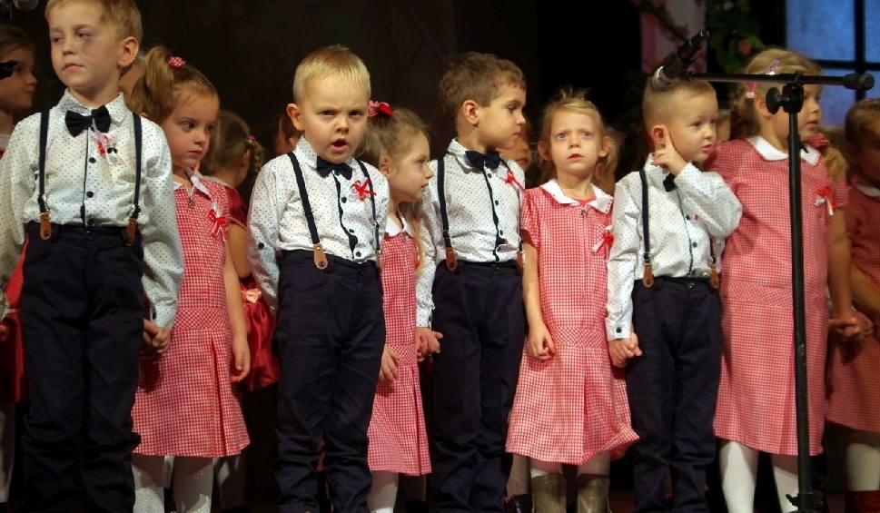 Film do artykułu: Wzruszający koncert dla seniorów w Tarnobrzegu połączył pokolenia [ZDJĘCIA]