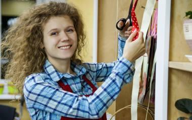Uczniowie zasadniczych szkół zawodowych, którzy odbywali praktyki w przedsiębiorstwach byli zatrudniani na umowy o pracę