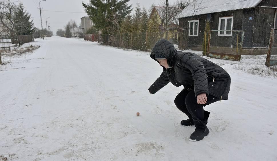 Film do artykułu: Henrykowo: Atak zimy odciął ludzi od świata (zdjęcia, wideo)