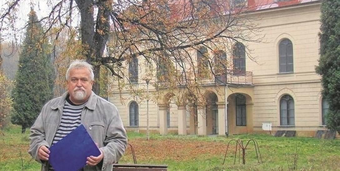 Sołtys Grojca Krzysztof Wolak od wielu lat jest wielkim orędownikiem zagospodarowania pałacu i terenu wokół niego