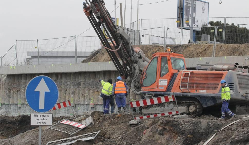 Film do artykułu: Przebudowa DK94 w Sosnowcu: uwaga, od 16 stycznia kolejne zmiany w organizacji ruchu! Przejście dla pieszych będzie w innym miejscu  ZDJĘCIA