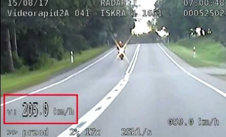 Pijany mieszkaniec Słupska jechał motocyklem 205 km/h (wideo)