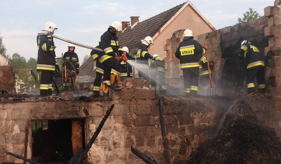 Film do artykułu: Pożar w Izdebniku. Zwierzęta i maszyny strawił ogień, domy ocalały cudem [ZDJĘCIA, WIDEO]
