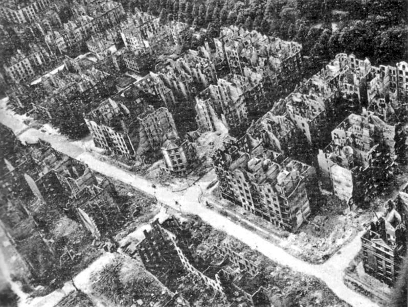 Hamburg po bombardowaniu w lecie 1943
