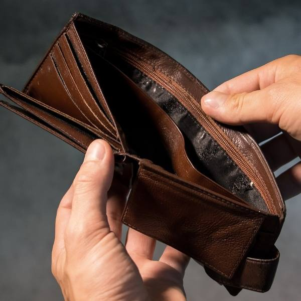 Polak coraz częściej pożycza i nie oddaje, śmiejąc się wierzycielom w nos. Sprzyjają temu zmienione przez PiS przepisy o windykacji długów