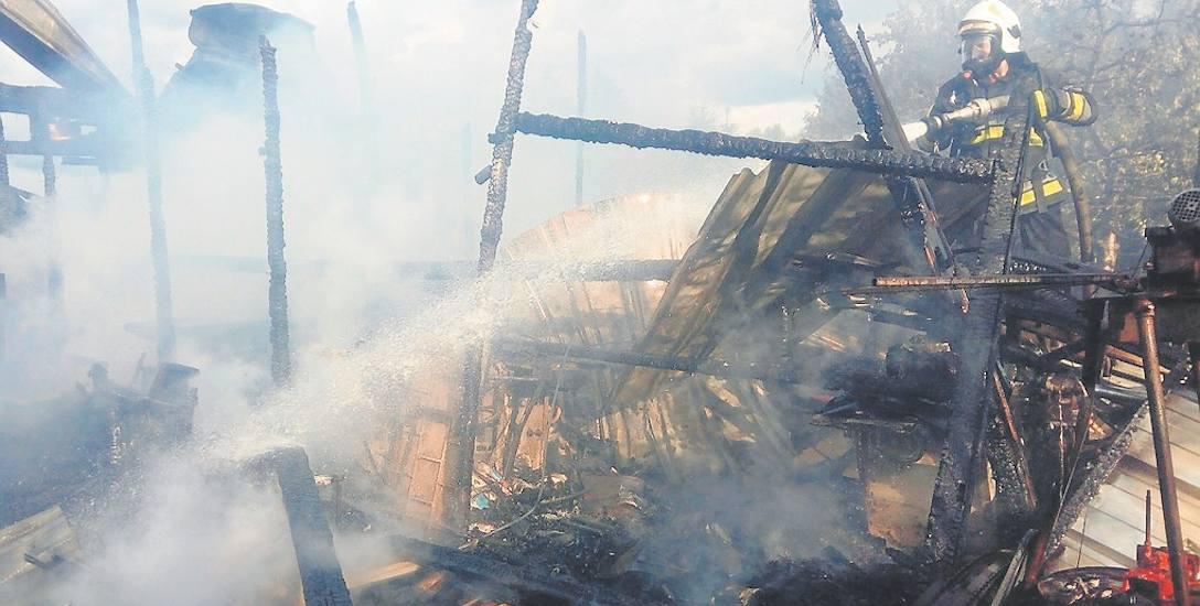 W niedzielę w Broczynie (gmina Czaplinek) strażacy walczyli z żywiołem przez trzy godziny.  W trakcie akcji jeden ze strażaków uległ poparzeniu.