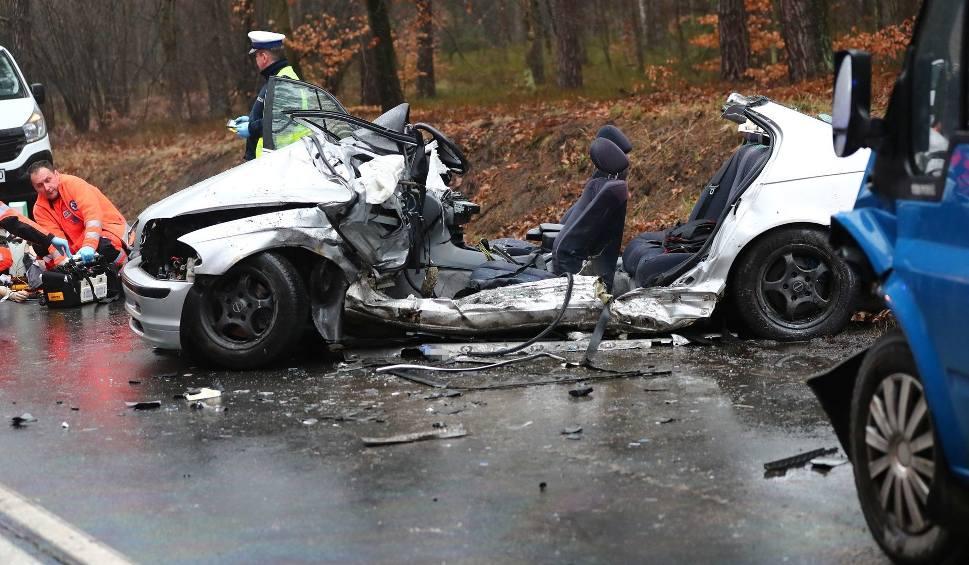 Film do artykułu: Tragiczny wypadek w Stalowej Woli! Nie żyje 20-letni kierowca bmw