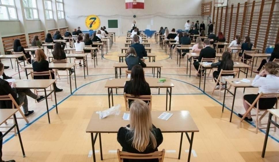 Film do artykułu: Matura poprawkowa 2019 OKE. 20 sierpnia maturzyści po raz kolejny podejdą do pisemnej matury. Wyniki 11 września