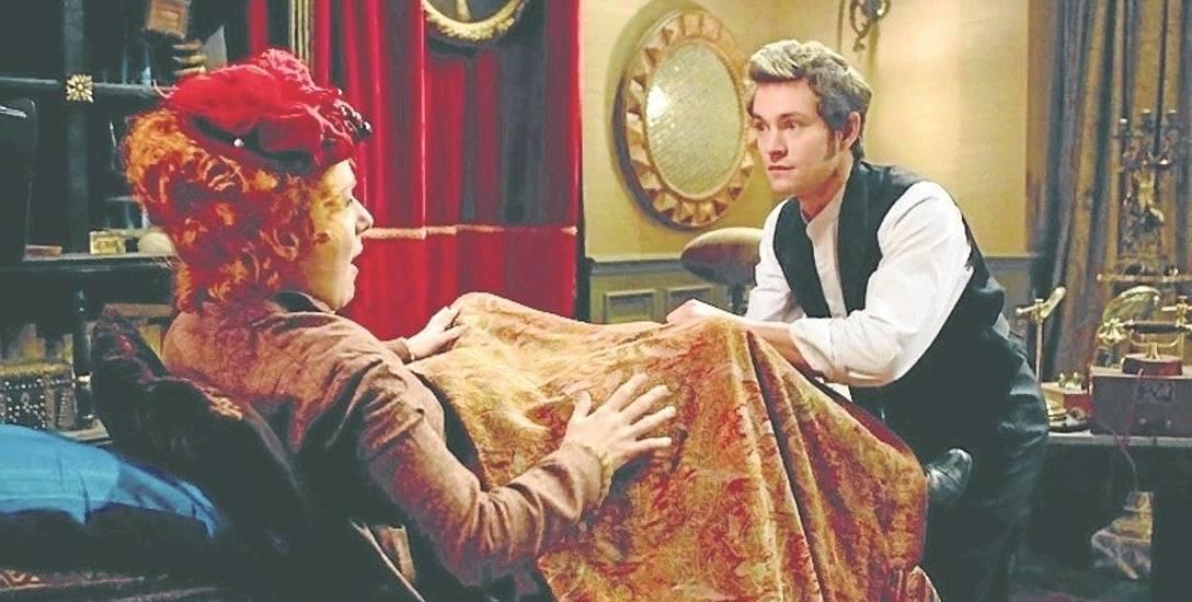 """Kadr z filmu """"Histeria. Romantyczna historia wibratora"""". Doktor Mortimer Granville (Hugh Dancy) zanim jego przyjaciel wynalazł elektryczny wibrator,"""