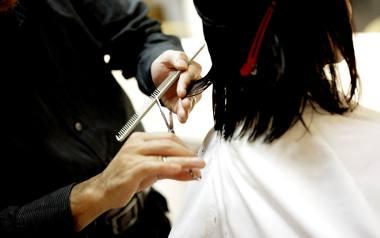 Celem cieniowania włosów jest nadanie fryzurze objętości i wizualne zagęszczenie włosów. Dzięki odpowiednio wycieniowanym włosom można modelować kontur