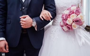 Ślub kościelny to złożenie przysięgi małżeńskiej w kościele w obecności świadków, rodziny, przyjaciół. To jeden z sakramentów kościelnych, który tylko