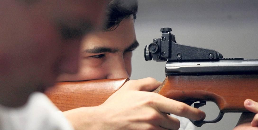 NIK wzięła pod lupę sale w szkołach wykorzystywane do zajęć ze strzelania sportowego