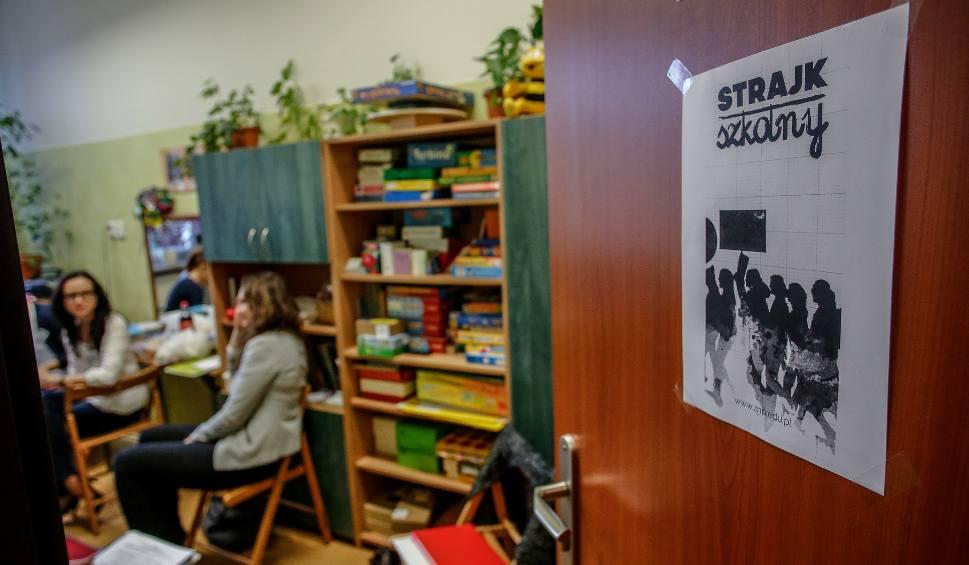 Film do artykułu: Protest! Nauczyciele chcą strajkować i zamknąć szkoły na cztery spusty