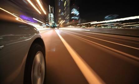 Jak bezpiecznie prowadzić po zmroku?