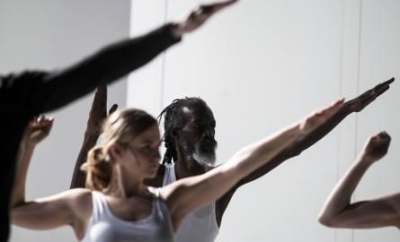 """Warszawa: Teatr Powszechny wystawia spektakl """"Mein Kampf"""". Idee Adolfa Hitlera w XXI wieku [ZDJĘCIA] [WIDEO]"""