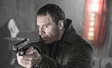 Dobrze dobrany do roli detektywa Harry'ego Hole'a Michael Fassbender daje swojej postaci tylko tyle, żeby zarysować jej przypadłości, naturę zbudowaną