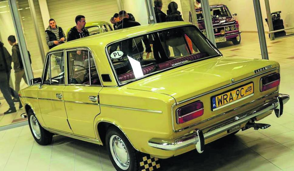 Film do artykułu: Piękne stare auta z grupy Radomskie Klasyki na Warsaw Moto Show 2015