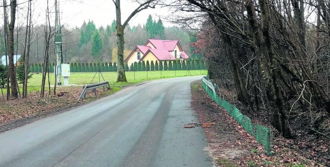 Siatka, którą Zarząd Dróg Powiatowych postawił w Sowieńskim Młynie, zdaniem ekolożki jest za krótka i nie chroni ropuch. Brakuje jej po drugiej stronie