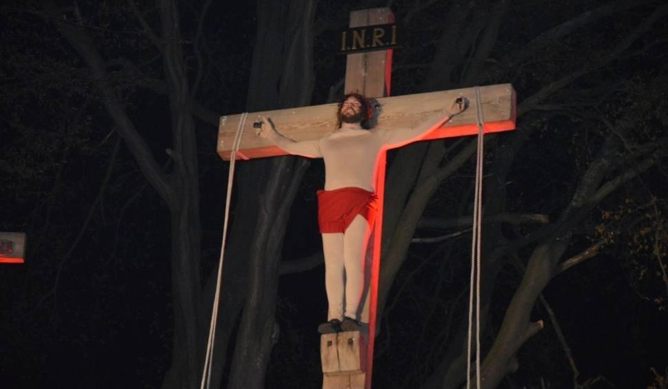 Film do artykułu: VI Misterium Męki Pańskiej w Żukowie - to nasze grzechy krzyżują Chrystusa wciąż na nowo [zdjęcia, wideo]