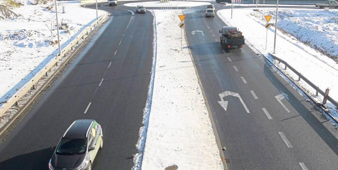 """Wariant """"miejski"""" zakłada przedłużenie do al. Sikorskiego trasy, która biegnie do ul. Podkarpackiej od drogi S19 (na zdjęciu). Do drogi w nowym wariancie"""