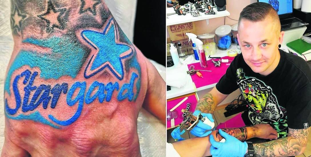 """W sztuce tatuażu ograniczać może wyobraźnia i warsztat. W Stargardzie jak widać tych ograniczeń nie ma. Z prawej """"Kulka"""" przy pracy"""