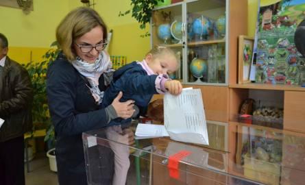 Głosowanie w Tarnobrzegu, gdzie frekwencja na godzinę 12 wyniosła 15,11 procent
